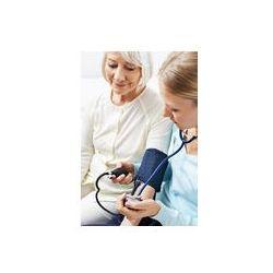 Foto naklejka samoprzylepna 100 x 100 cm - Kobieta o ciśnienie krwi mierzone przez starszych