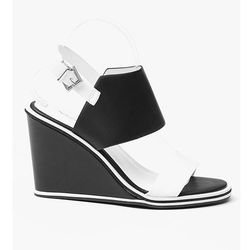 Czarne urocze sandałki na Koturnie - czarny