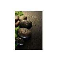 Foto naklejka samoprzylepna 100 x 100 cm - Mokre kamienie do masażu