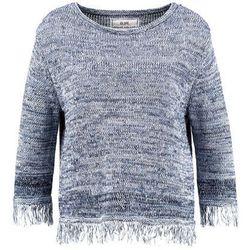 Nowoczesny sweterek