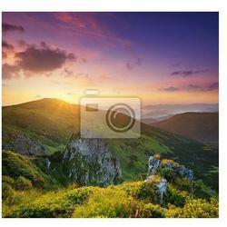 Fototapeta Wysokie skały podczas zachodu słońca. Piękne krajobrazy