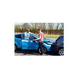 Foto naklejka samoprzylepna 100 x 100 cm - Dwóch kierowców argumentując po wypadku drogowym