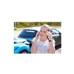 Foto naklejka samoprzylepna 100 x 100 cm - Samica podejmowanie kierowca telefon po wypadku drogowym