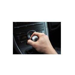 Foto naklejka samoprzylepna 100 x 100 cm - Ręka na gałki zmiany biegów manualna biegów