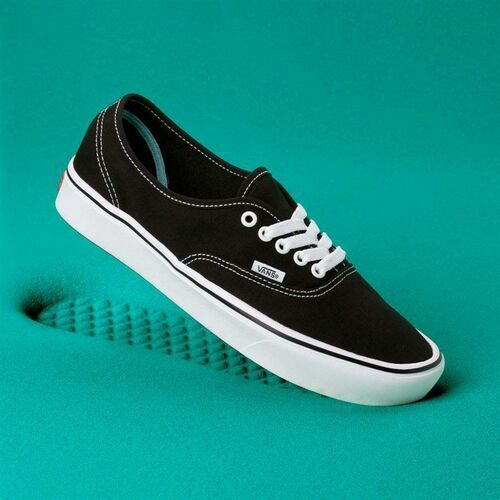 buty VANS - Comfycush Authentic (Classic) Black/True Whit (VNE) rozmiar: 40.5
